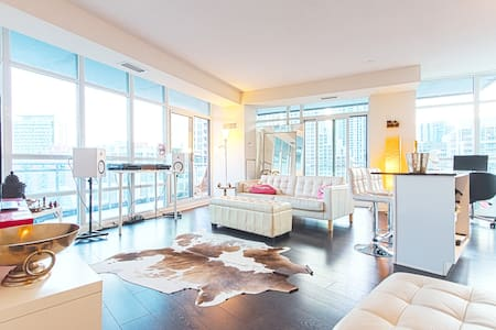 Elegant Private Room Waterfront Condo!