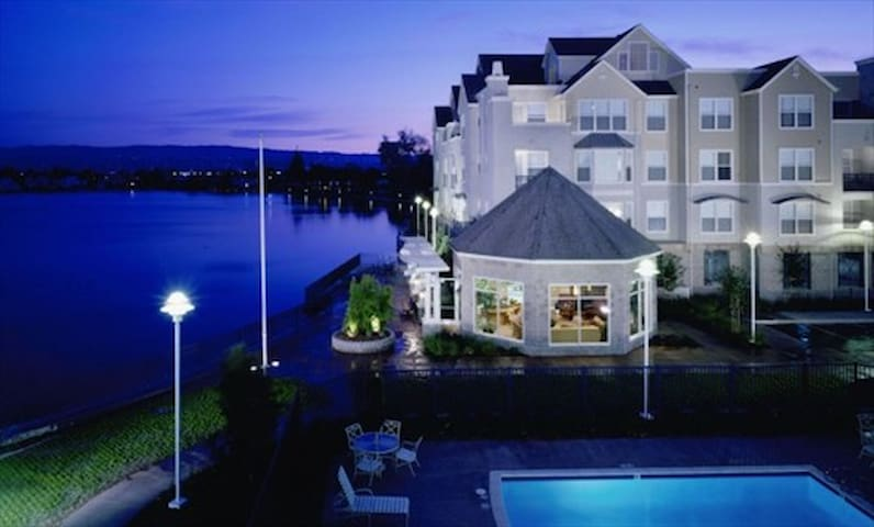 *Upscale Miramar 2BR @ Foster City* - Foster City - Daire