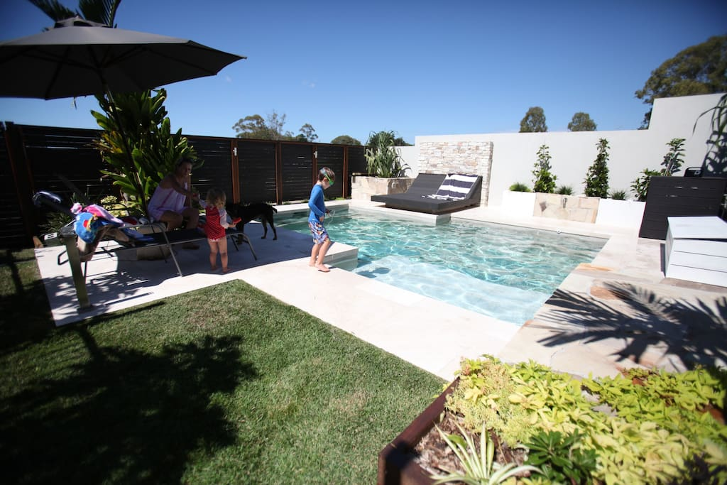 The resort home 4 bed pool near airport houses for for Pool show on foxtel