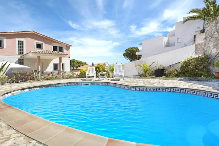 Comfortable Villa near Lloret De Mar with Private Pool