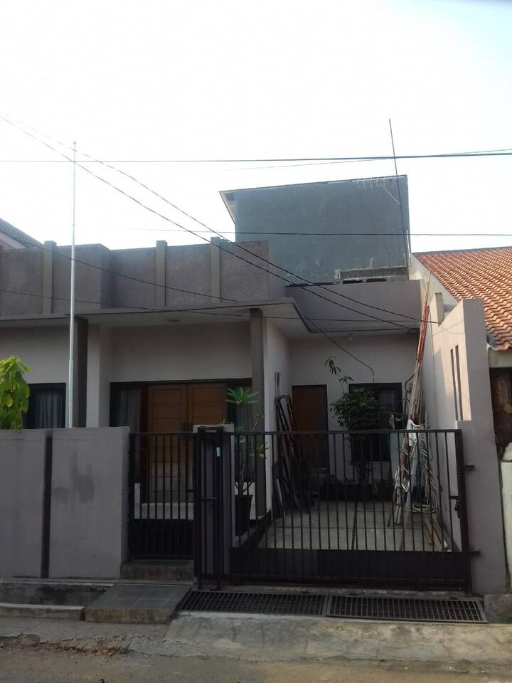 comfy house with cheap rental price in Bekasi