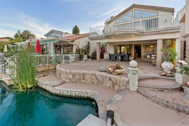 Waterfront Oasis in Lake Forest
