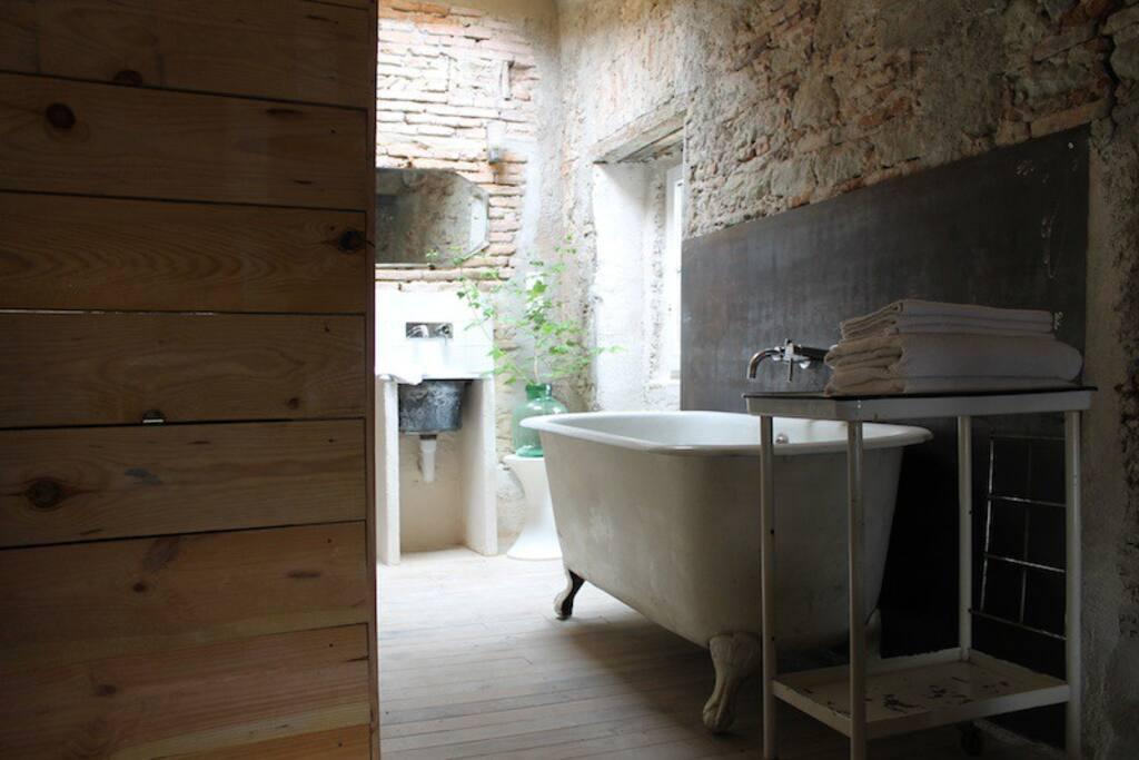 summer cabin bathroom