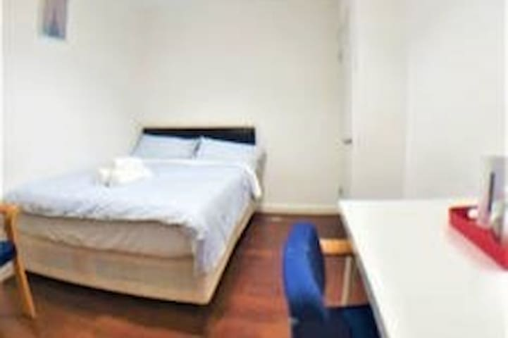 Limehouse DoubleRoom Shared bathroom stay comfy R6