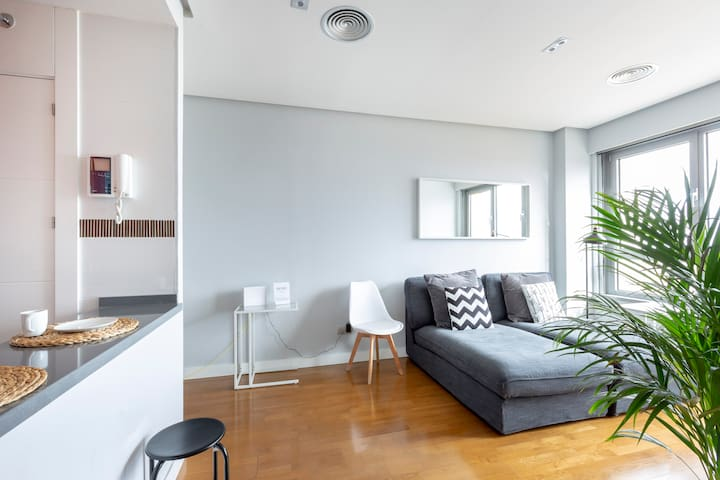 19F-Beautiful apartment with spectacular views