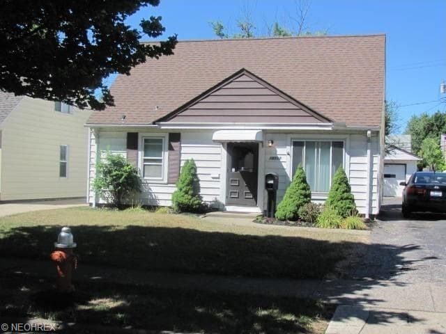 Clean & Cozy Bungalow (Entire House - Sleeps 7) - Cleveland - Bungalow