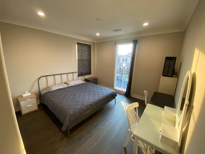 Natural lighting and king size bed private suite