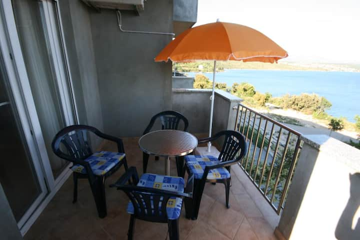 Two bedroom apartment with terrace and sea view Posedarje, Novigrad (A-6162-a)