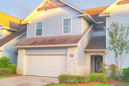 Aggie Owned Townhome Minutes from Campus