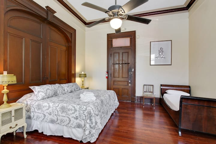 Haunted French Quarter Mansion- Hexagon Room