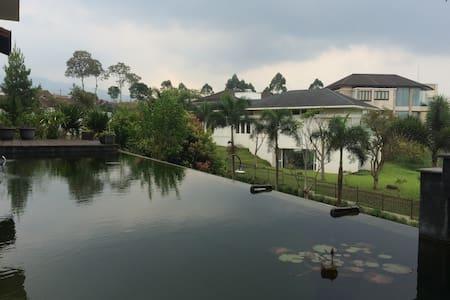KAMPUNG DAUN-Villa DELVA; Lembang-Setiabudi Atas - Parongpong