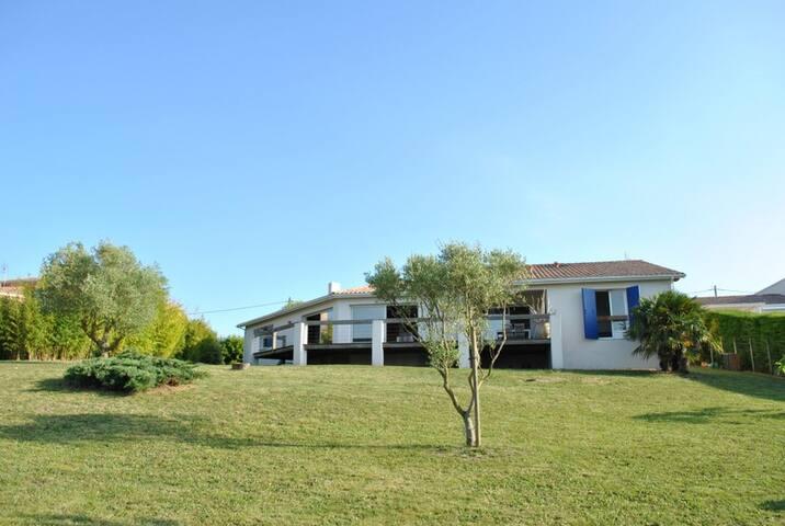 Chambre d'hôte au vert avec vue sur la Gironde