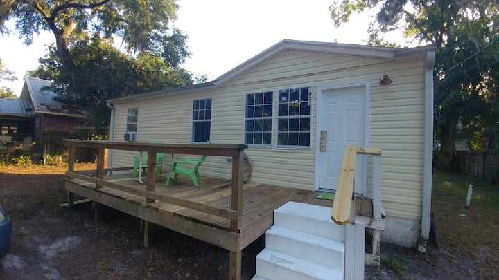 NO SHARED SPACE $49 p/n THRU Dec.31 Clean & cute!
