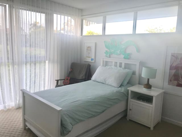 Single bedroom #2 (with pull out trundle bed)