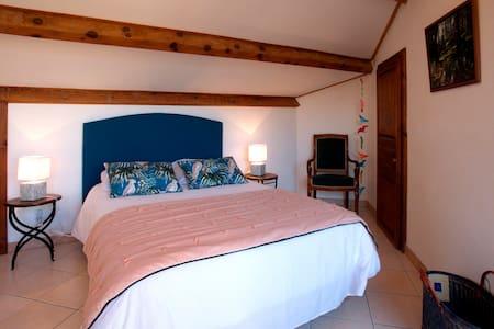 A Muvrella, chambre San Parteu, avec terrasse, au 2d étage, plein sud, avec vue sur le Monte Padru.