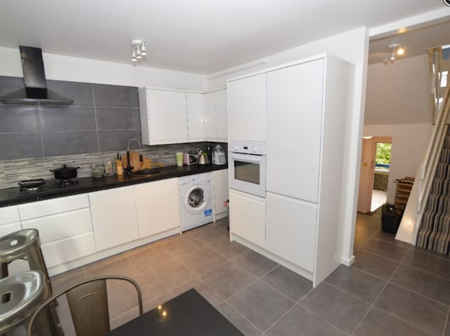 Double room w/ Private Bathroom and Balcony - Londres - Pis