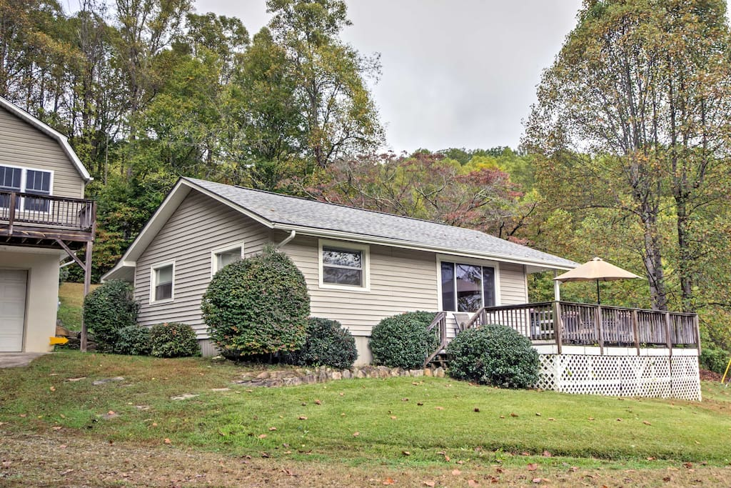 Situated on 6 acres, this home boasts 1,000 square feet of living space.