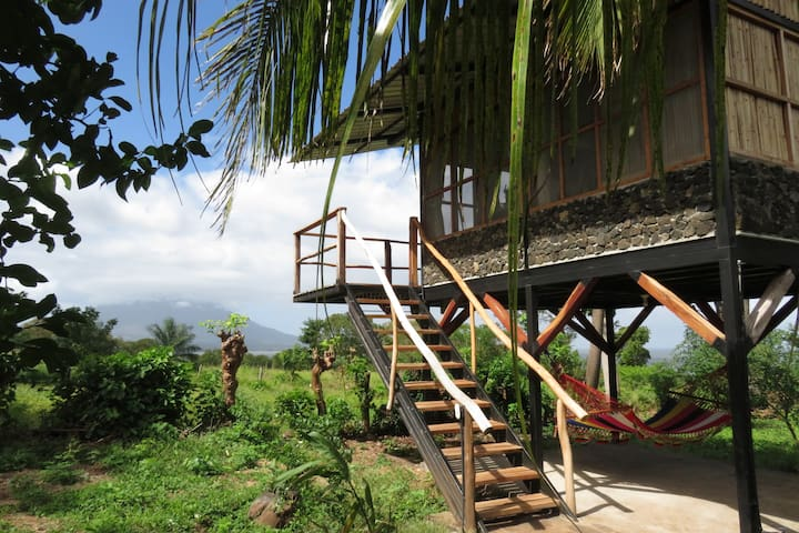 La Pitanga: Tree-house w volcano & lake views