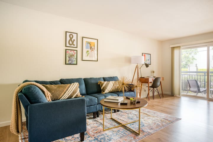 Spacious 1BR in Mountain View w/ Amenities