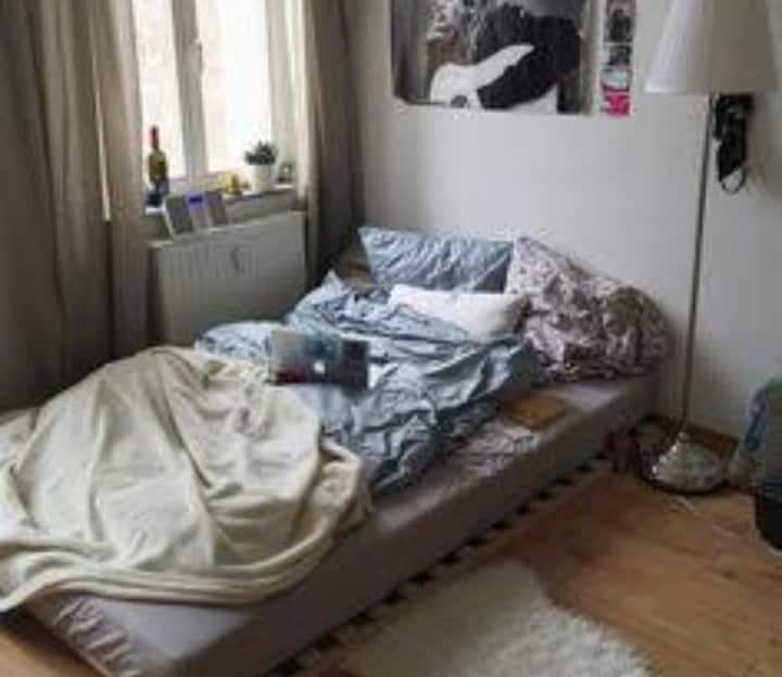Casa simples, limpa e nova. Temporário.