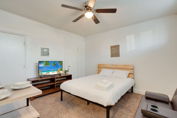 DOWNTOWN EL PASO RENOVATED STUDIO-QUEEN BED #9