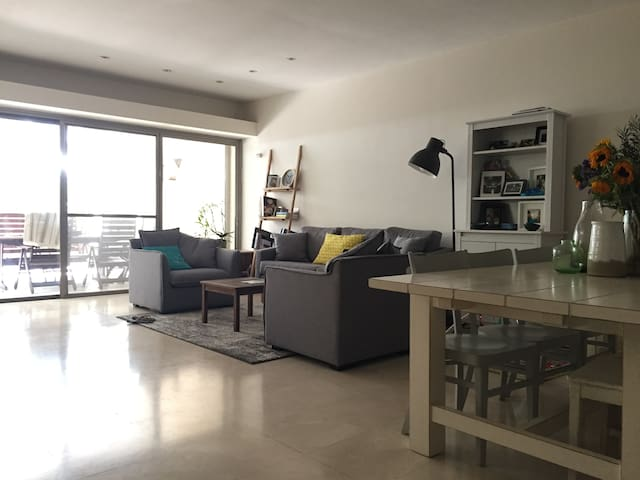 Beautiful Ramat HaSharon Home Perfect for Families - Ramat Hasharon - Rumah