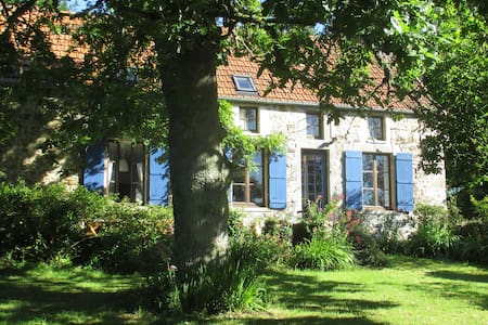 Modern farmhouse onTour de Fr route - Saint-Sauveur-le-Vicomte
