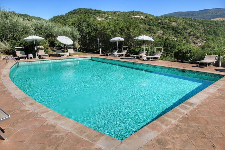 Amazing Holiday Home in Assisi with Swimming Pool