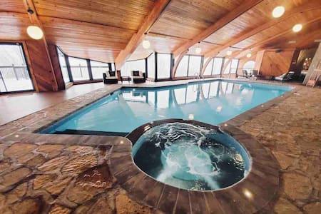 Villa Jolicoeur - indoor Pool and hot tub