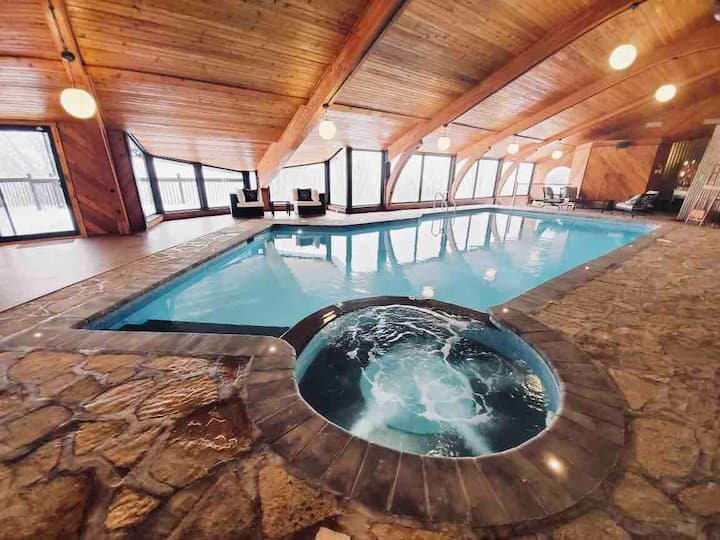 Villa Jolicoeur - indoor Pool and hot tub