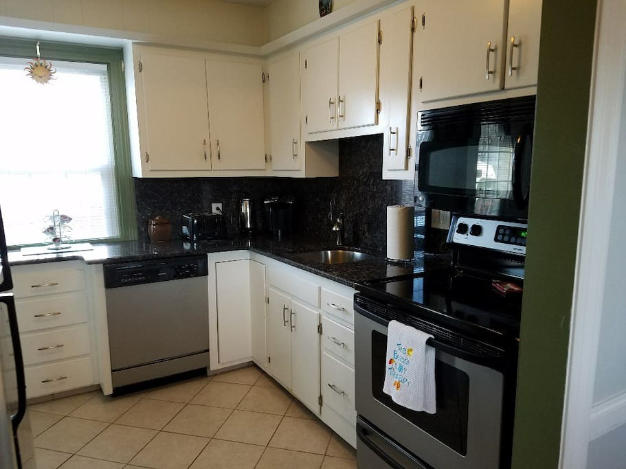 Kithchen with granite countertops