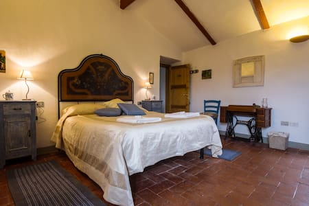 Double room at agriturismo Podere il Palagio - Fiesole - Bed & Breakfast