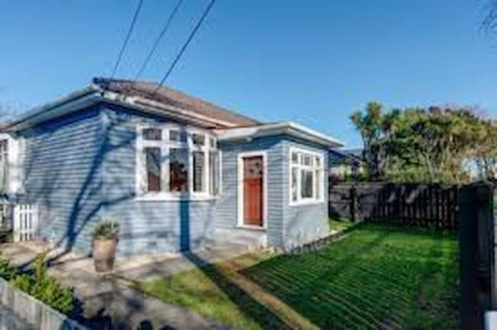 Fully renovated central Chch home - Christchurch - House