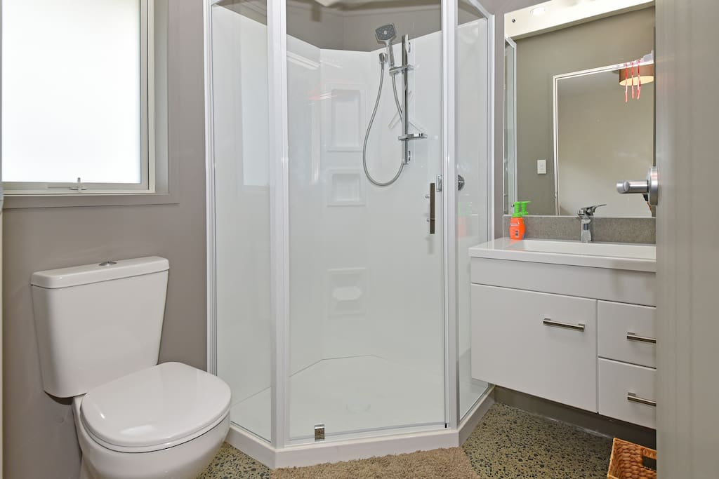Modern and clean en suite.  Organic linen free from chemical cleaners.