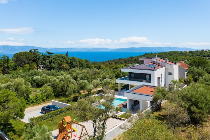 Villa Laurea - Four Bedroom Villa with Pool, Sauna, Playground and Sea View