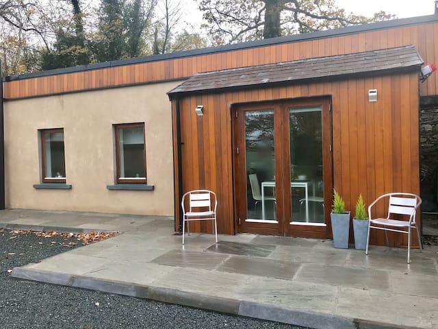 Cedar suite  Bright and stylish Ballina/ Killaloe