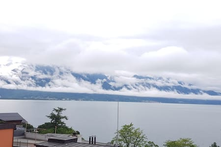 Montreux Home, Private room with stunning Lakeview