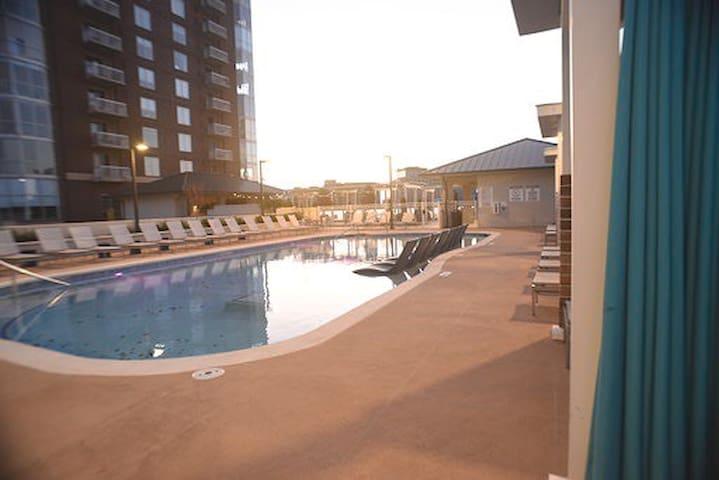 Rooftop Pool & Paradise in Downtown Atlanta