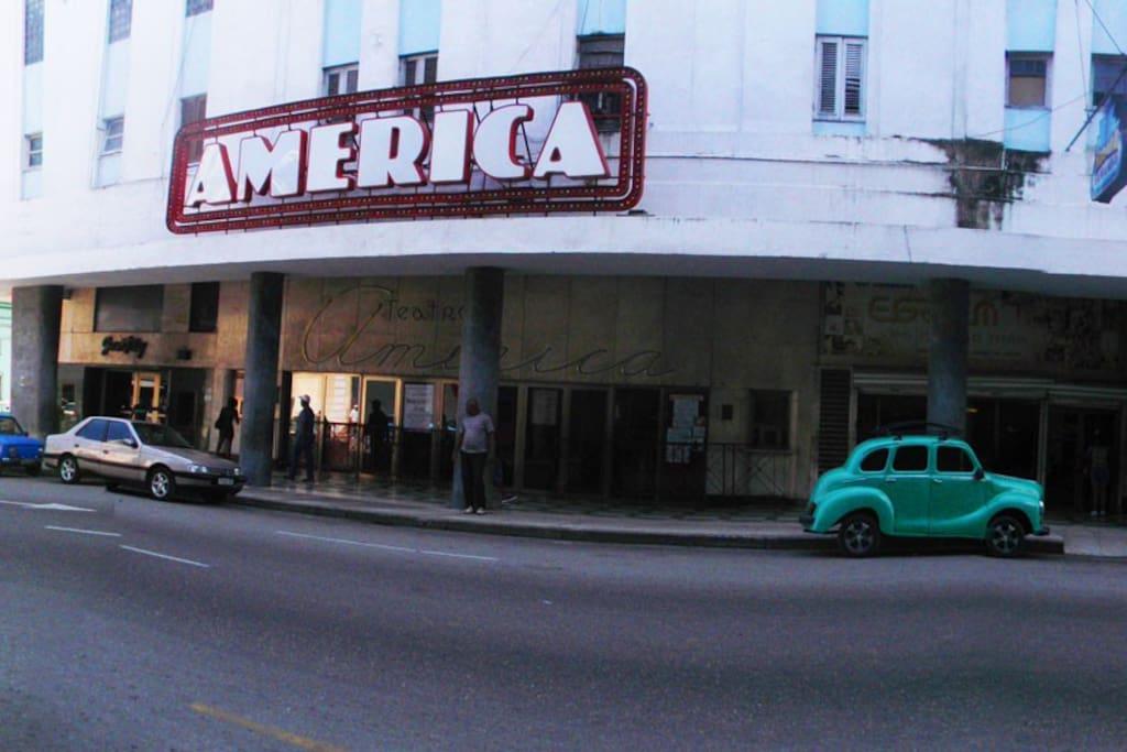 Teatro America frente a la casa