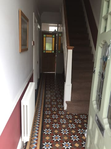 Champions League  Final 3 bed  House sleeps 5 - Cardiff - Dom