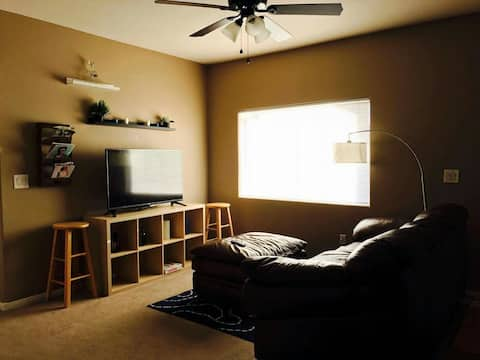 Private bedroom & bathroom,15-20min from strip