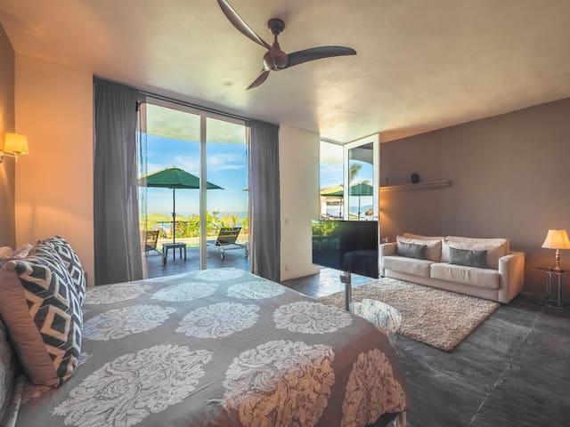 Ocean Front - Premium King Suite 2