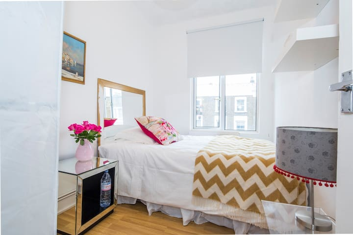 Double Room, Top of Portobello Road