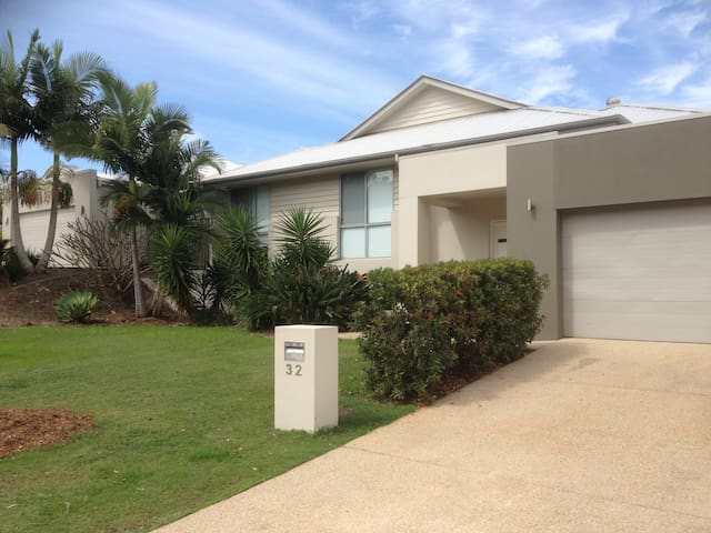 Luxurious Home - Close To Theme Parks &Attractions - Coomera - House