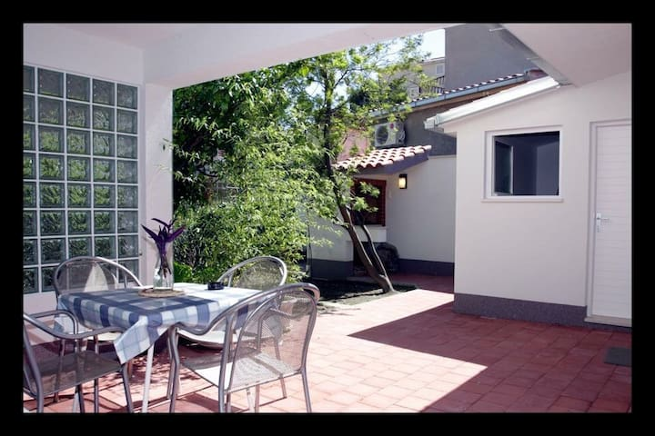 Peaceful garden oasis in centre of Makarska - Makarska - Casa