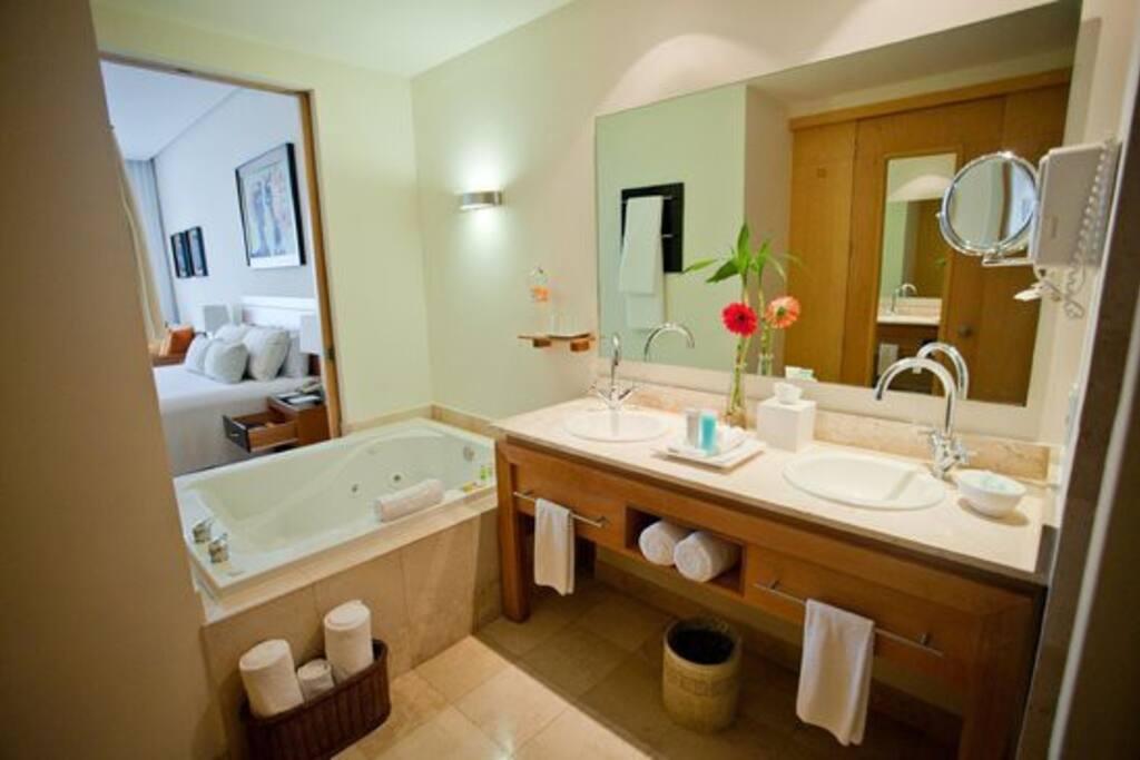 Bathroom / Banheiro / Cuarto de baños