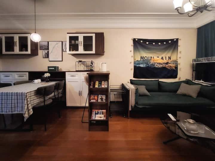 3号线九龙湖边高层美式精装住宅独立房间设计师房东 - 主卧一间