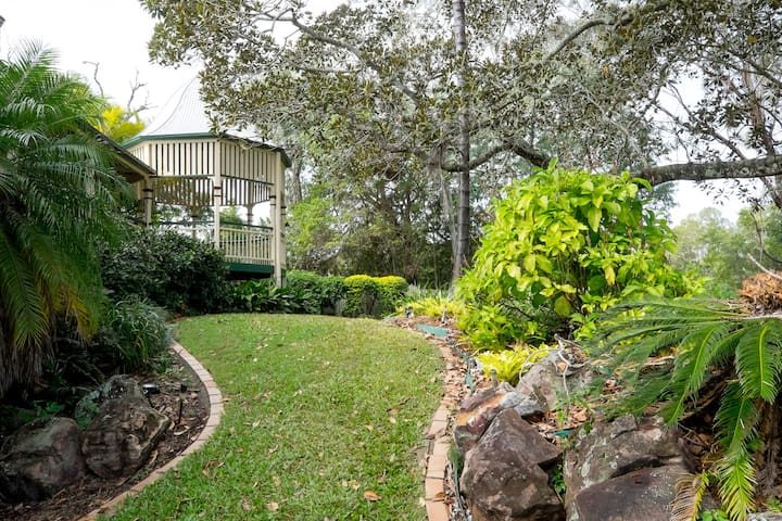 Sunny Riverfront Retreat 12km CBD - Fig Tree Pocket