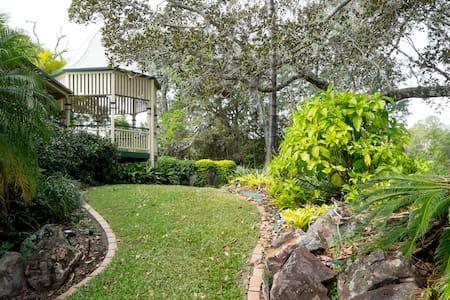 Sunny Riverfront Retreat 12km CBD - Fig Tree Pocket