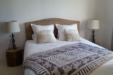 nicely bedroom with spa & swiming pool view - Uzès